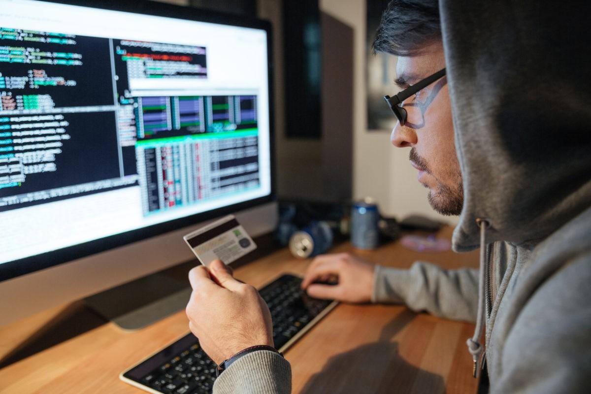 come gli hacker truffano gli utenti per rubare dati: come funziona la social engineering